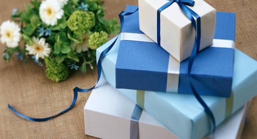 Społeczeństwo, Prezenty choinkę czyli prezent idealny Święta - zdjęcie, fotografia