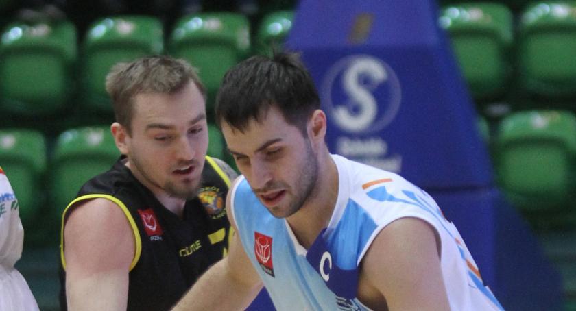 Koszykówka, Kamil Michalski asystentem - zdjęcie, fotografia