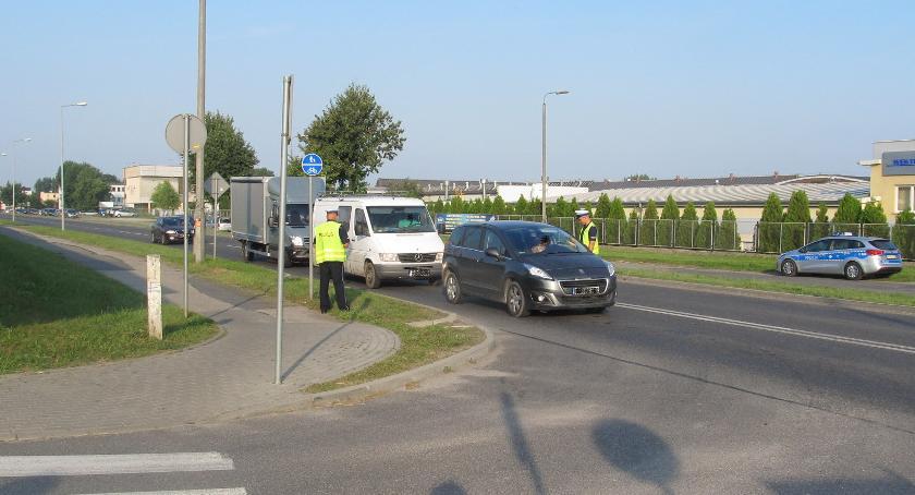 Komunikaty Policja, Policjanci dbają bezpieczeństwo drogach - zdjęcie, fotografia