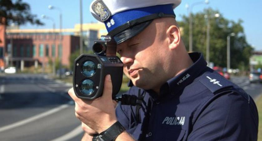 Sprawy kryminalne , Spowodował kolizję uciekał pijany przed policją - zdjęcie, fotografia