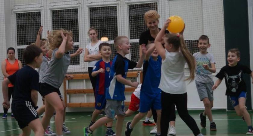 Siatkówka, Chcesz uczyć grać siatkówkę - zdjęcie, fotografia