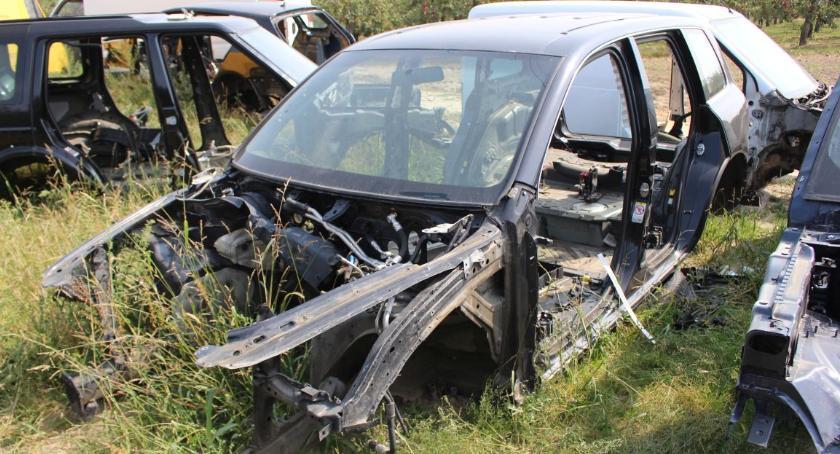 Sprawy kryminalne , Złotnikami Kujawskimi kryminalni odkryli dziuplę samochodową - zdjęcie, fotografia