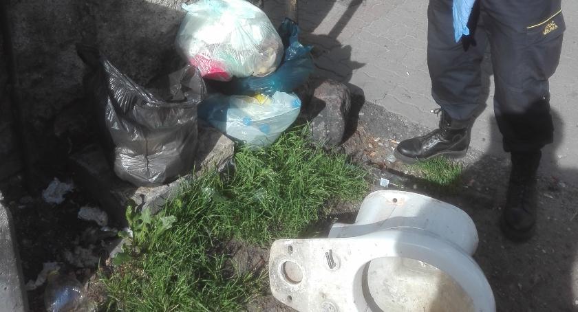 Straż Miejska, Podrzucali śmieci zostali ukarani - zdjęcie, fotografia