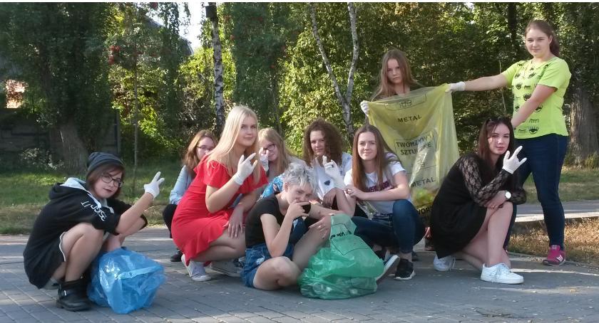 """ponadgimnazjalne, Chemiku"""" sprzątają świat - zdjęcie, fotografia"""