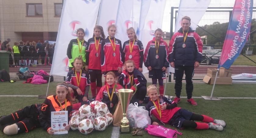 Piłka nożna, Inowrocław zwycięża Kujawsko Pomorska Ligę Orlika Szkół Podstawowych! - zdjęcie, fotografia