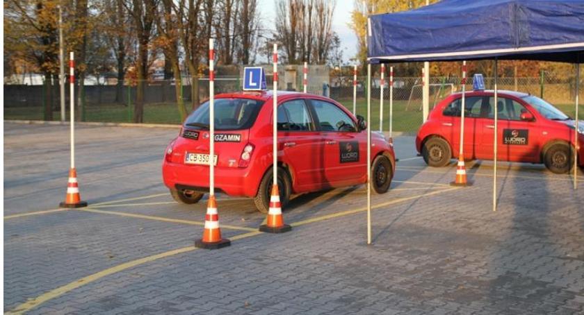 Komunikaty Policja, Doszkol siebie swoją technikę jazdy! - zdjęcie, fotografia