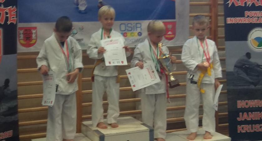 Sporty walki, Karatecy rywalizowali Janikowie - zdjęcie, fotografia
