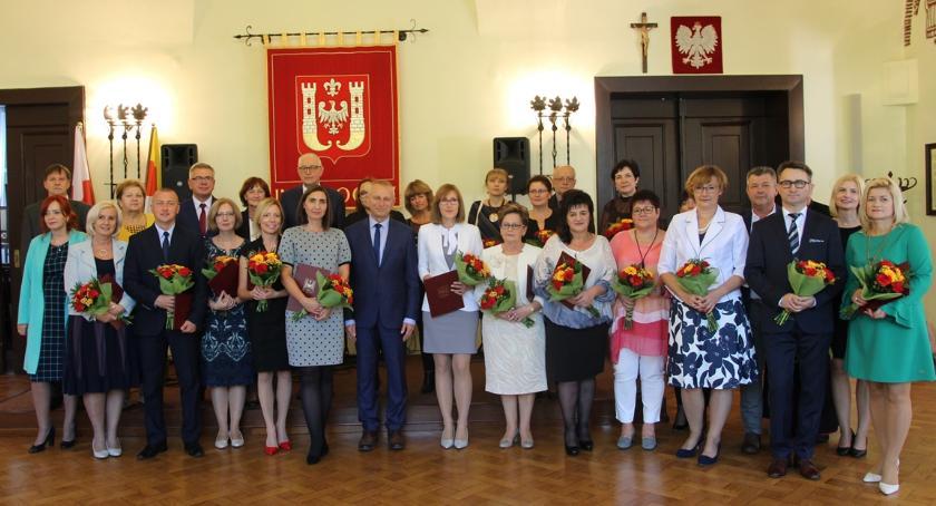 Samorząd, Nauczyciele świętowali ratuszu - zdjęcie, fotografia