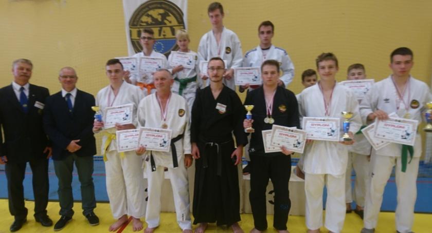 Sporty walki, Inowrocławianie pucharami medalami konkurencjach Jitsu - zdjęcie, fotografia