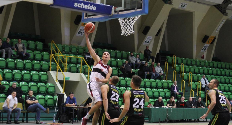 Koszykówka, Domino wygrywa Tarnovią Basket - zdjęcie, fotografia