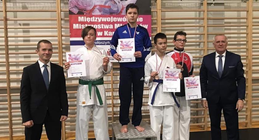 Sporty walki, Międzywojewódzkie Mistrzostwa Młodzików karate - zdjęcie, fotografia