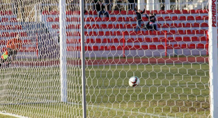 Piłka nożna, Piłkarze Cuiavii zmierzą Pogonią Mogilno - zdjęcie, fotografia