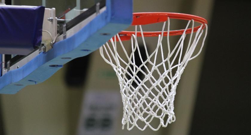 Koszykówka, Pojedynek derbowy lidze koszykówki - zdjęcie, fotografia
