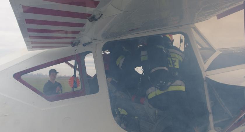 Wypadki drogowe , Awaryjne lądowanie samolotu Inowrocławiu - zdjęcie, fotografia