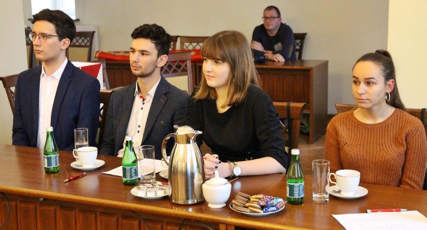 Samorząd, Odbyła pierwsza sesja Młodzieżowej Miejskiej - zdjęcie, fotografia