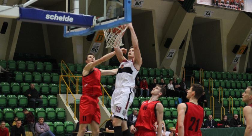 Koszykówka, Domino przegrywa PZKosz - zdjęcie, fotografia