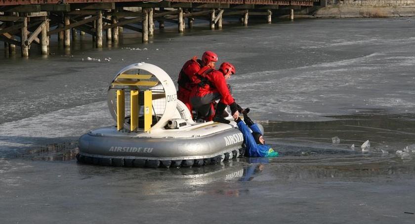 Komunikaty, Pokaz ratownictwa lodzie - zdjęcie, fotografia