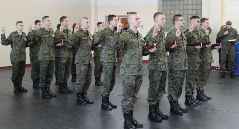 ponadgimnazjalne, Ślubowanie pierwszoklasistów Kościelcu - zdjęcie, fotografia