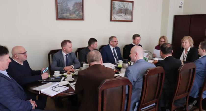 Samorząd, Prawie miliard złotych powiatu - zdjęcie, fotografia