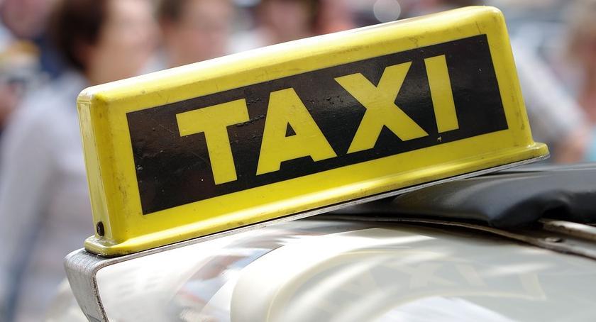 Samorząd, Taksówka seniorów - zdjęcie, fotografia