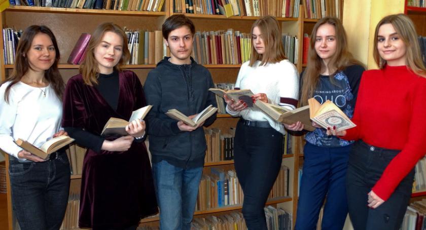 ponadgimnazjalne, Polonistyczny sukces szóstki kasprowiczan - zdjęcie, fotografia