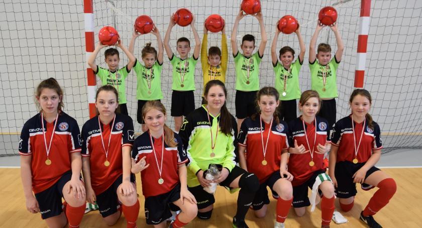Piłka nożna, Dobry występ małych piłkarzy - zdjęcie, fotografia