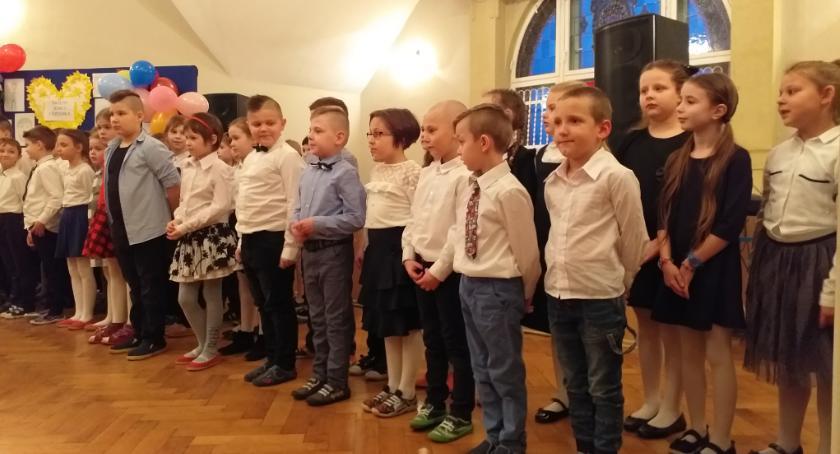 szkoły podstawowe, Babcie Dziadkowie odwiedzili - zdjęcie, fotografia