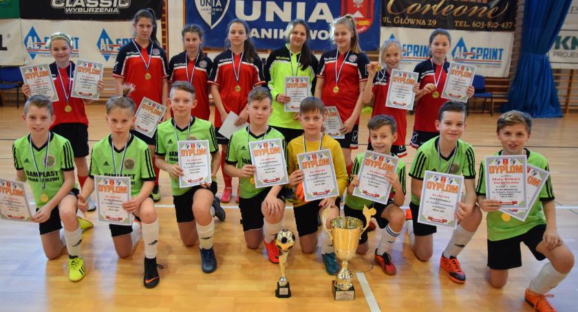 Piłka nożna, Dobry występ inowrocławskich drużyn - zdjęcie, fotografia