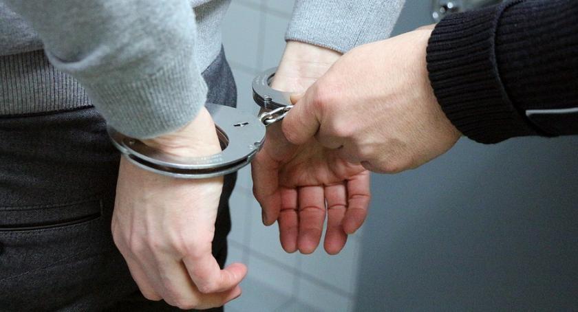 Sprawy kryminalne , Areszt podejrzanego rozbój - zdjęcie, fotografia