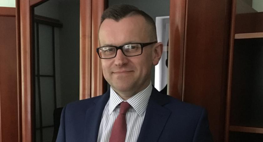 Samorząd, Powiatowe samochody ministerialnym standardzie - zdjęcie, fotografia