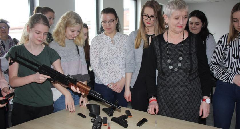 Komunikaty Policja, Policja Paniom okazji Kobiet - zdjęcie, fotografia