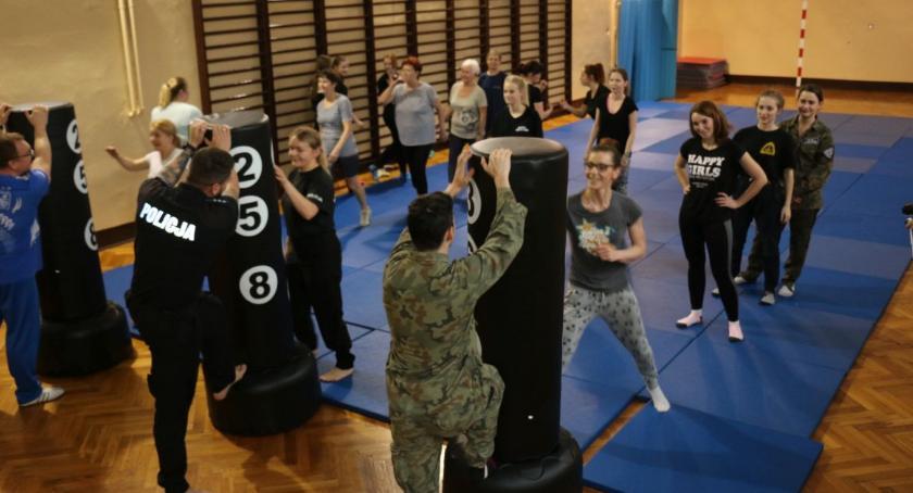 Z okazji Dnia Kobiet panie przeszły szkolenie z samoobrony