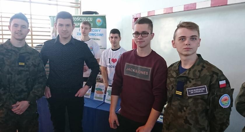 ponadgimnazjalne, giełdzie szkół Dąbrowie Biskupiej - zdjęcie, fotografia