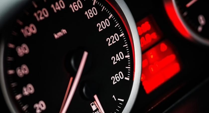 """Wypadki drogowe , Ponad """"setką"""" przez Inowrocław - zdjęcie, fotografia"""