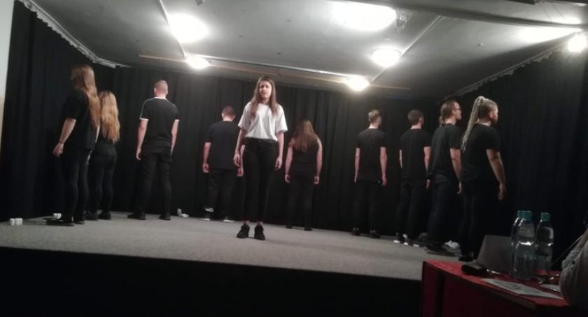 ponadgimnazjalne, Kujawsko pomorskie spotkania teatralne Zwierciadła Bydgoszcz - zdjęcie, fotografia
