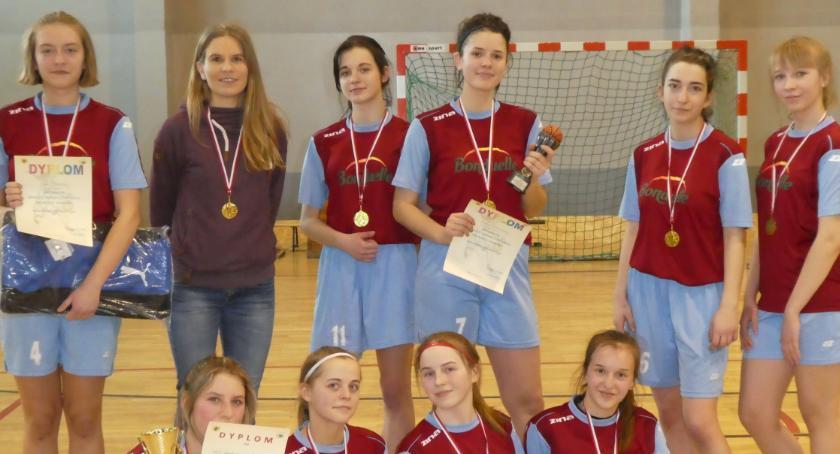 Koszykówka, Dziewczęta Gniewkowa najlepszymi koszykarkami - zdjęcie, fotografia