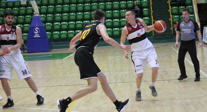 Koszykówka, Domino również wygrywa - zdjęcie, fotografia