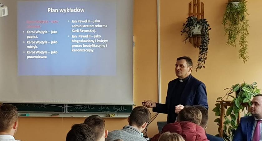 ponadgimnazjalne, Wykład Papieżu Janie Pawle Kościelcu - zdjęcie, fotografia