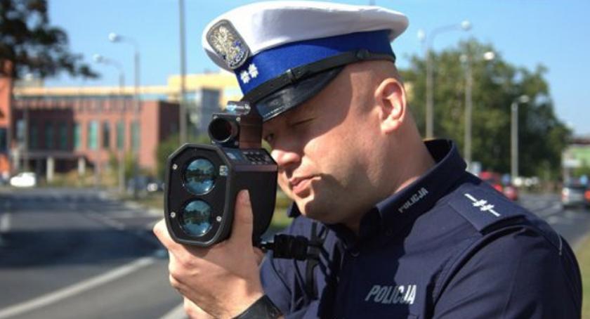 Wypadki drogowe , Mierzyli prędkość kaskadowo - zdjęcie, fotografia