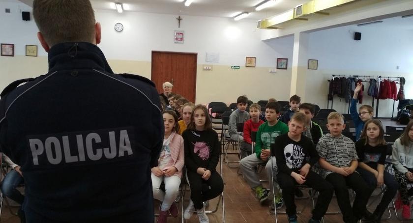 szkoły podstawowe, Świadomość dzieci młodzieży bezpieczeństwo - zdjęcie, fotografia