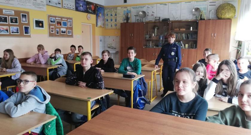 szkoły podstawowe, Wirtualne zagrożenia cyberprzemoc - zdjęcie, fotografia