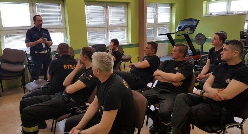 Policjanci i strażacy wspólnie się szkolą i wymieniają doświadczenia