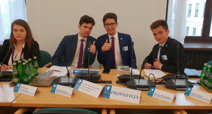 IV miejsce Kaspra w Polsce w debatach historycznych