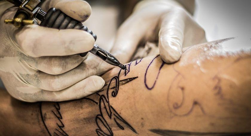 Kto może zostać tatuażystą?