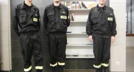 """Młodzi strażacy """"uwolnili"""" książki"""