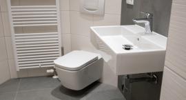 Jak wykończyć małą łazienkę w kawalerce?