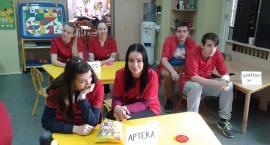 Wizyta przyszłych ratowników medycznych w przedszkolu