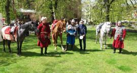 Gimnazjaliści prezentowali chorągiew króla Jana Kazimierza w Bydgoszczy
