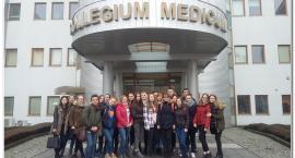 """Farmaceuci z """"Chemika"""" w Collegium Medicum"""