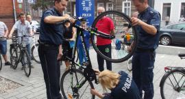 Policjanci znakowali mieszkańcom rowery